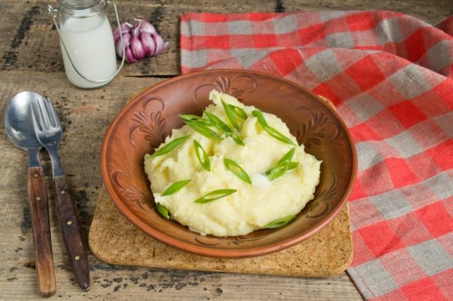 Картофельное пюре с молоком и маслом готово!