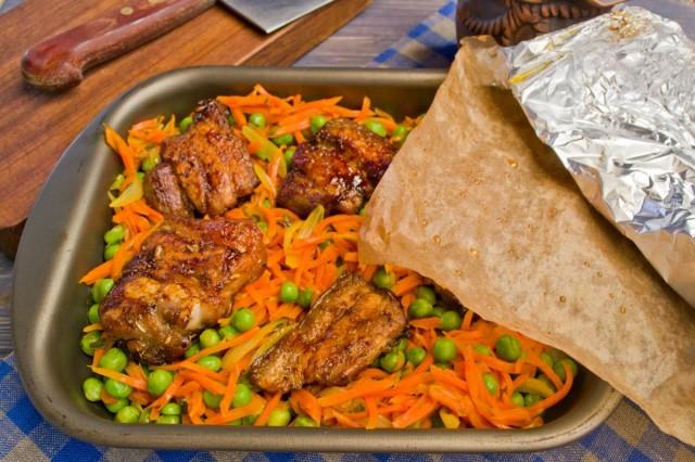 Овощи с мясом запекаем еще 15 минут