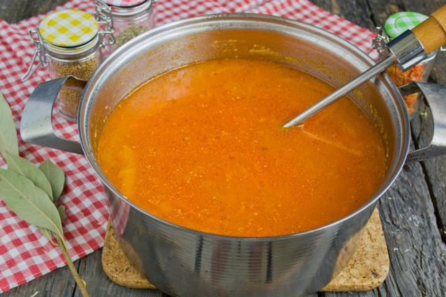 Варим томатный суп примерно 40 минут