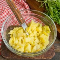 Картофель режем тоже кубиками