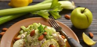 Салат с курицей и миндалём «Уолдорф»