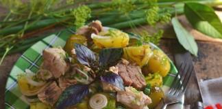 Салат деревенский с картошкой и мясом