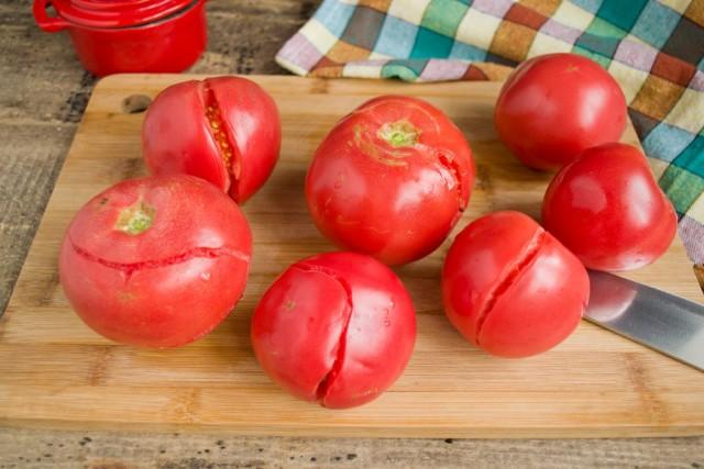 Выбираем для кетчупа самые спелые помидоры