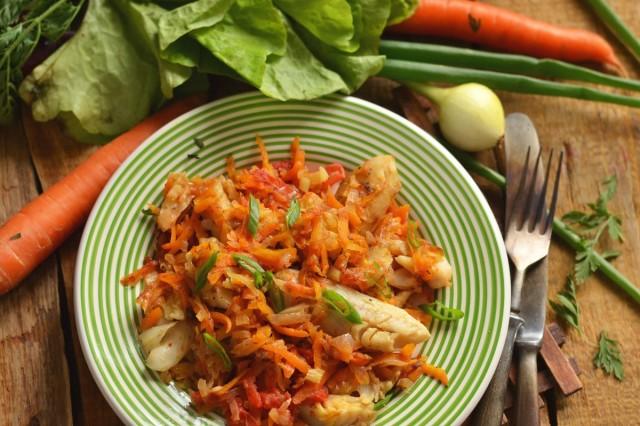 Хек с овощами — рыба для низкокалорийного, но вкусного меню