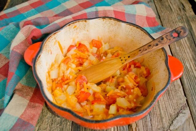Тушим овощное рагу с яблоками 45 минут