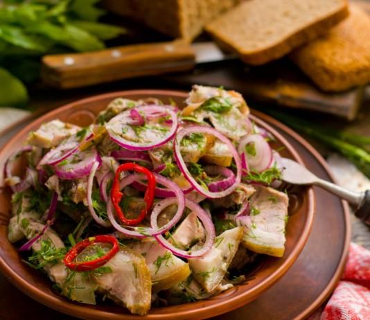 Деревенский мясной салат в маринаде из трав