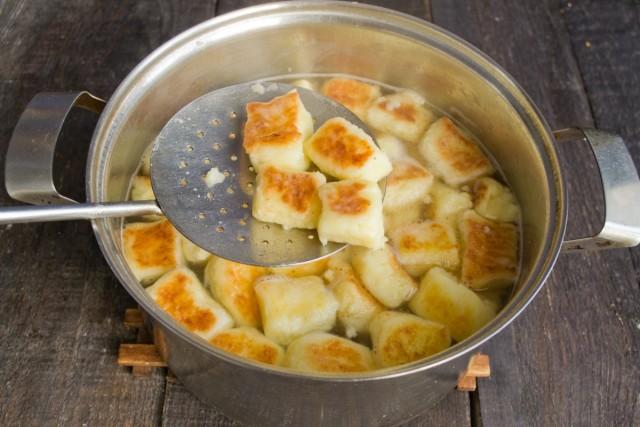Варим картофельные клёцки 2 минуты
