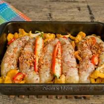 Посыпаем блюдо сушеной морковью и копченой паприкой, солим по вкусу