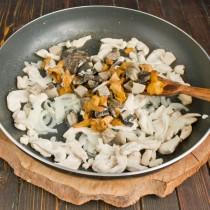Добавляем вареные грибы