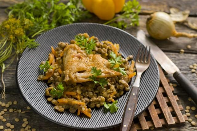 Чечевица с курицей и овощами