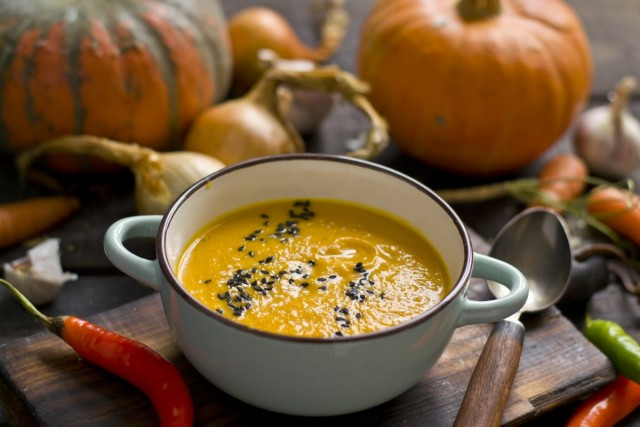 Тыквенный суп с морковью и имбирем
