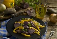 Постный салат с фиолетовым картофелем