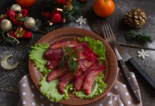 Скандинавская рыбная закуска — свекольный гравлакс