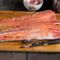 Снимаем филе с костей рыбы