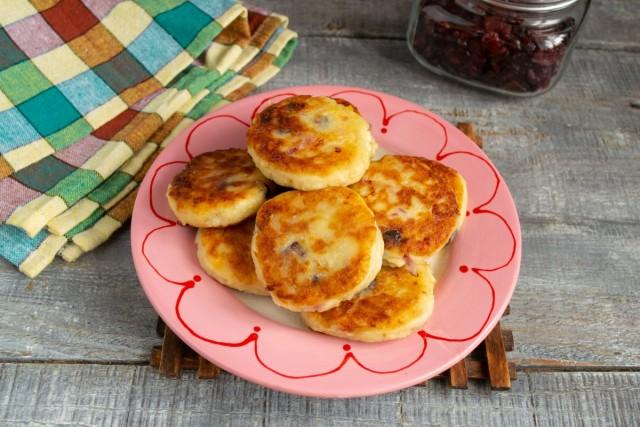 Фруктовые сырники без яиц готовы. Приятного аппетита!