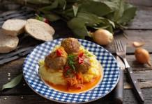 Итальянские мясные шарики в соусе с картофельным пюре