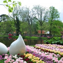 Кёкенхоф также располагает крупнейшим парком скульптур в Нидерландах
