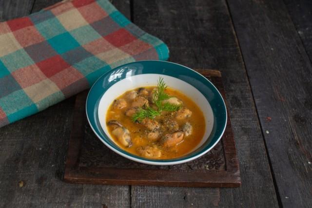 Нежный крем-суп с мидиями подаём горячим. Приятного аппетита!