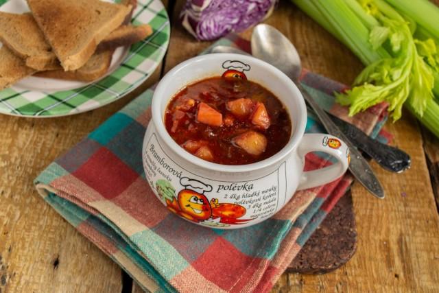 Вегетарианский суп из краснокочанной капусты готов. Приятного аппетита!