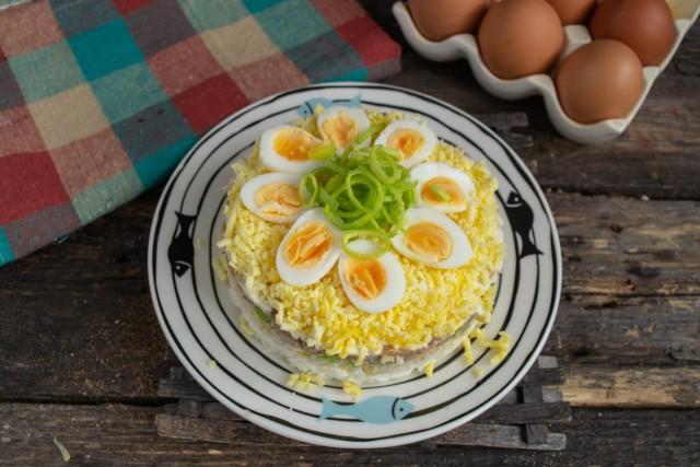 Салат с тунцом а-ля «Мимоза» готов!