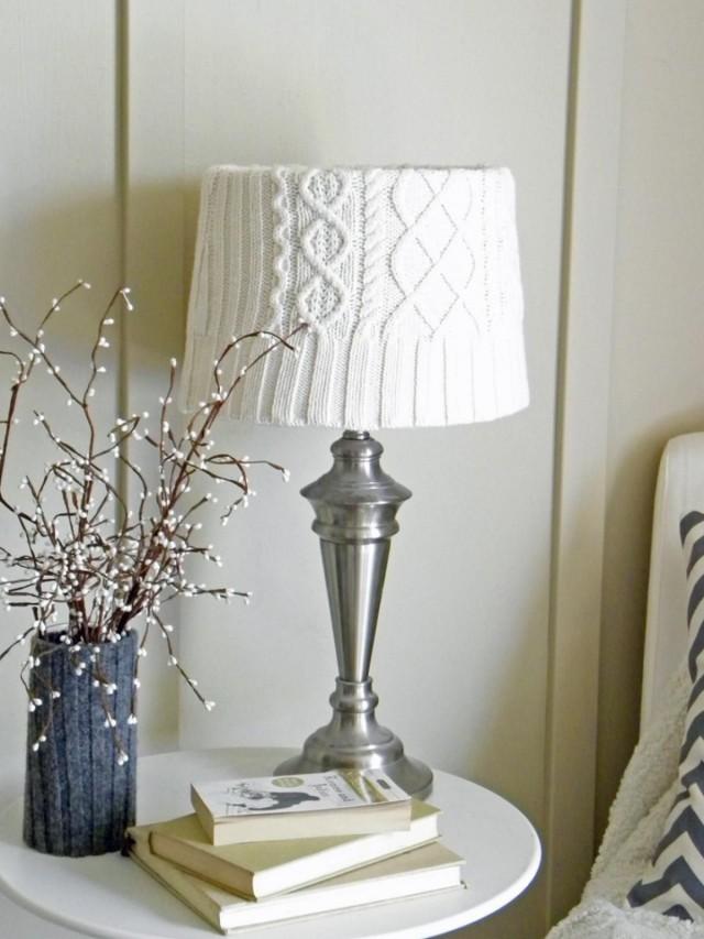 Настольная лампа с вязаным декором