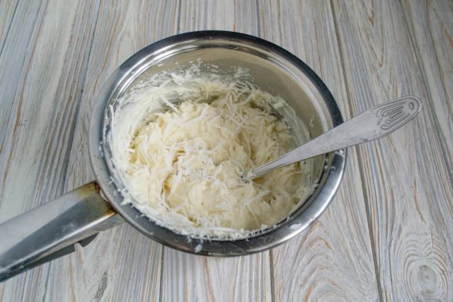 Делаем крем и добавляем в него кокосовую стружку
