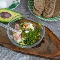 Добавляем укроп, соевый соус и несладкий йогурт. Перемешиваем, солим морской солью