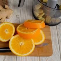 Апельсин нарезаем толстыми кружочками