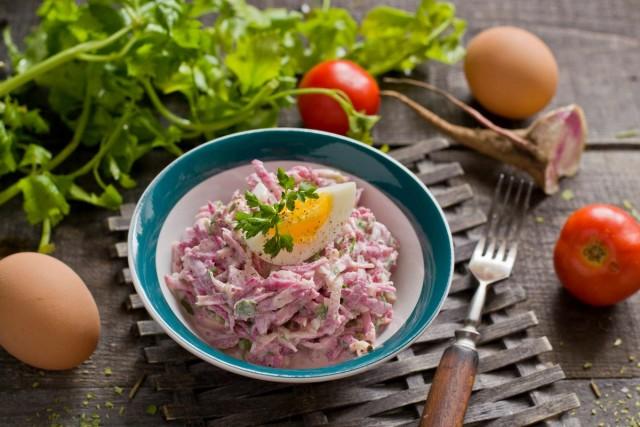 Весенний салат из редьки с яйцом и майонезом