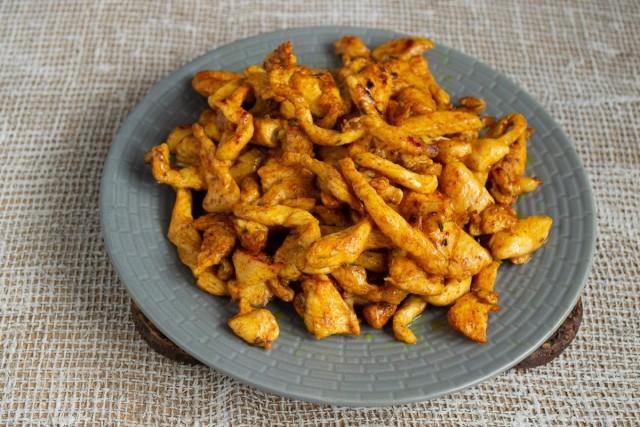 «Обезжиренную» курицу складываем на тарелку
