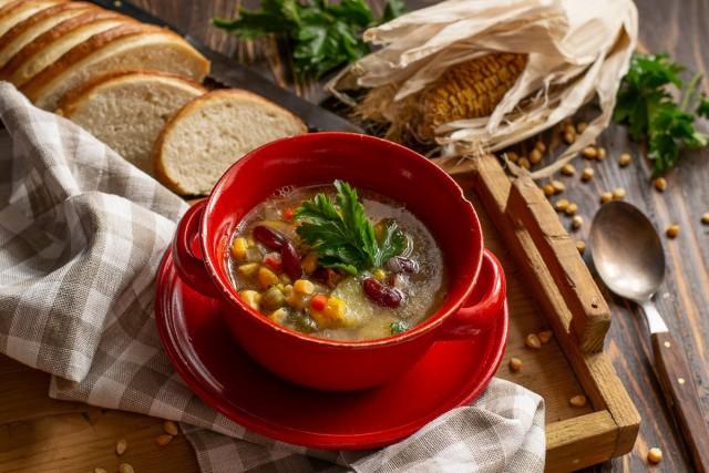 Мексиканский суп с кукурузой и фасолью готов. Приятного аппетита!