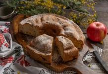Постная шарлотка с яблоками и корицей на растительных сливках