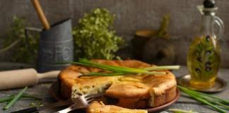Заливной пирог с рыбными консервами и сыром без особых хлопот