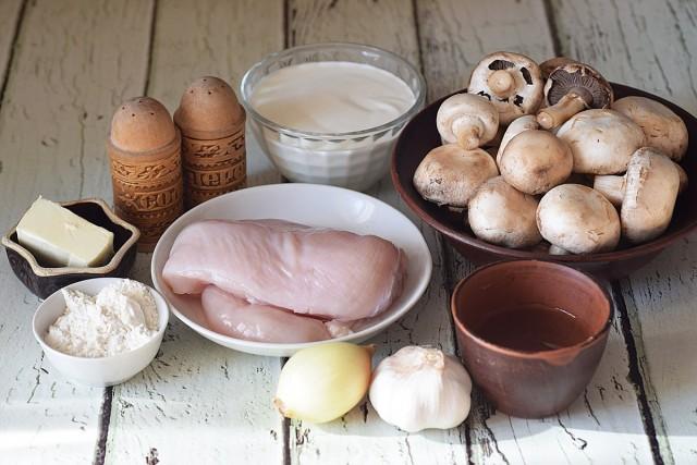 Ингредиенты для универсальной подлива с курицей и грибами