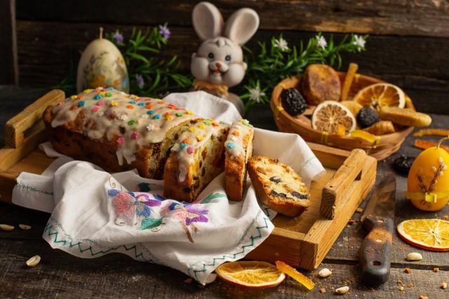 Простой бисквитный пирог на Пасху