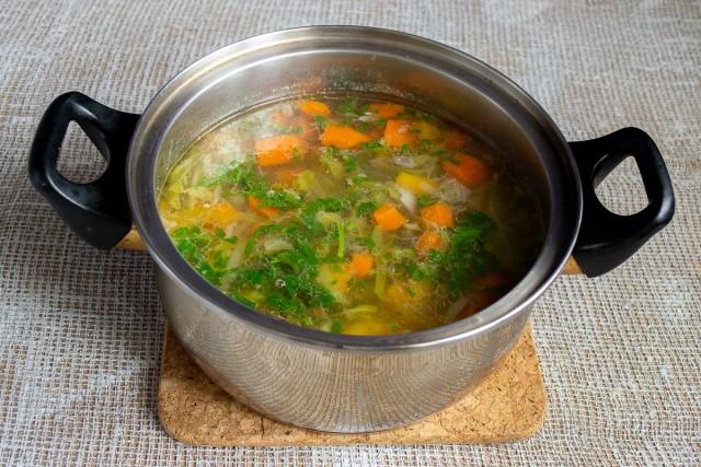Варим овощи 30 минут, за 5 минут до готовности добавляем петрушку, перчим и солим