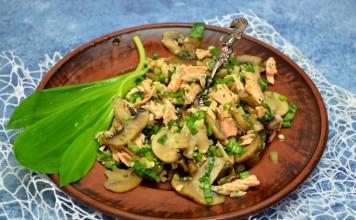 Салат с черемшой, лососем и шампиньонами — питательный весенний обед