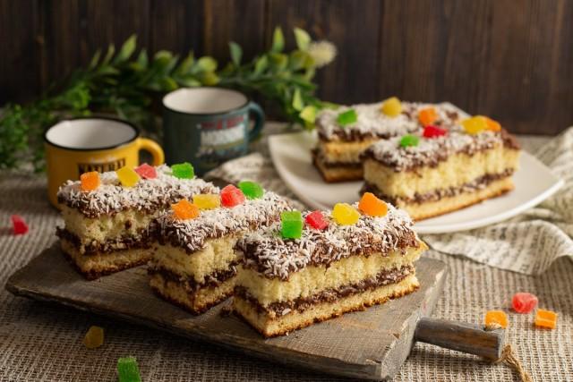 Воздушное бисквитное пирожное с шоколадным кремом