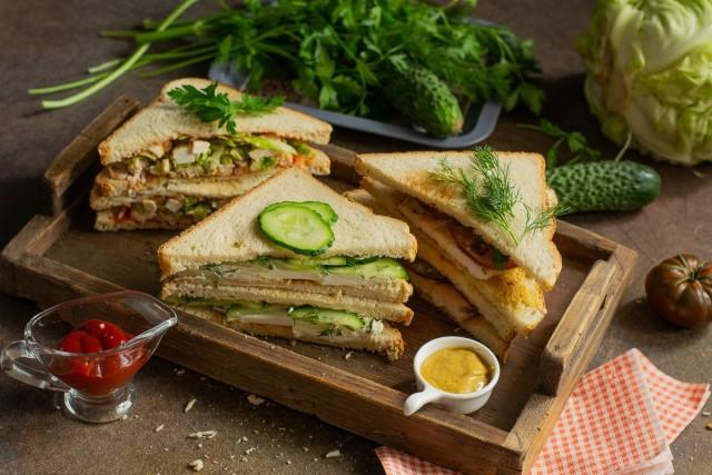 3 вкусных сэндвича: с огурцом, с курицей, с капустой и мясом