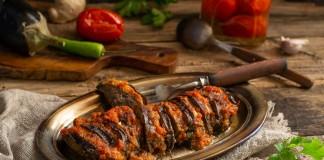 Говядина с баклажанами под овощным соусом — сытно и полезно
