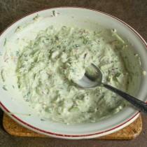 Перемешиваем соус, можно добавить сок лайма или лимона