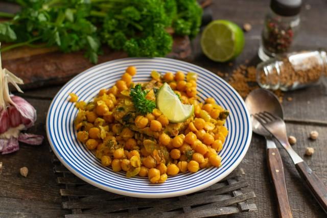 Сытное карри из нута по мотивам индийской кухни