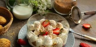 Трайфл с клубникой — лёгкий десерт