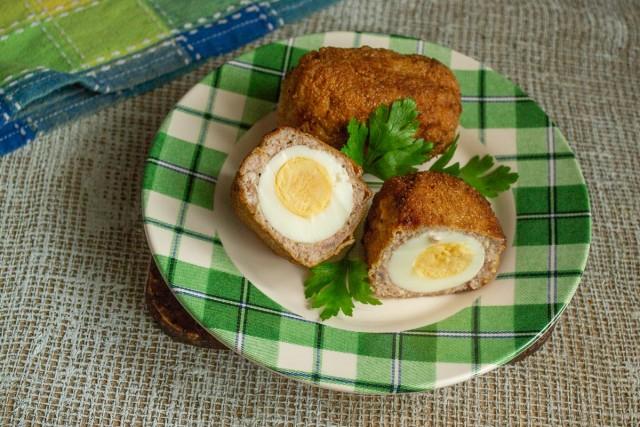Аппетитные яйца по-шотландски готовы!