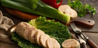 Домашняя колбаса из свинины с курицей