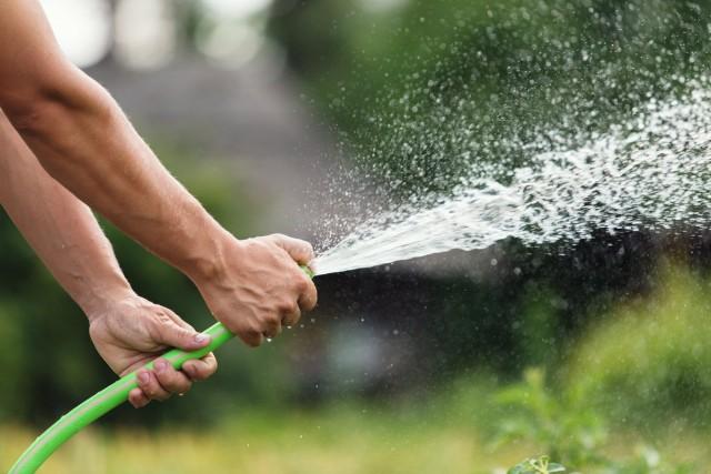 На уровень напора воды садового шланга имеет влияние и его диаметр