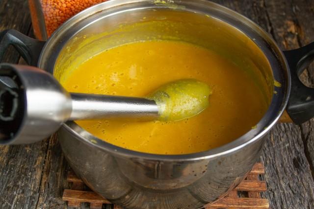 Измельчаем суп блендером, прогреваем, доводим почти до кипения и снимаем с плиты