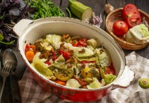 Нежные говяжьи рёбрышки тушеные с овощами и лисичками