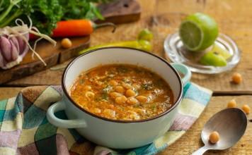 Густой суп из нута с овощами и яйцом