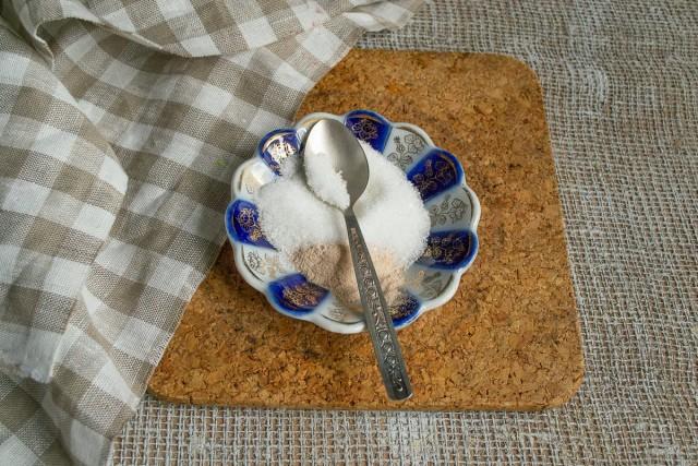 Оставшийся сахар смешиваем с пектином